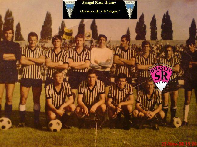 1973, ultimul an în galben-negru. Mihai Ivăncescu, al doilea în rândul de sus, de la stânga la dreapta.