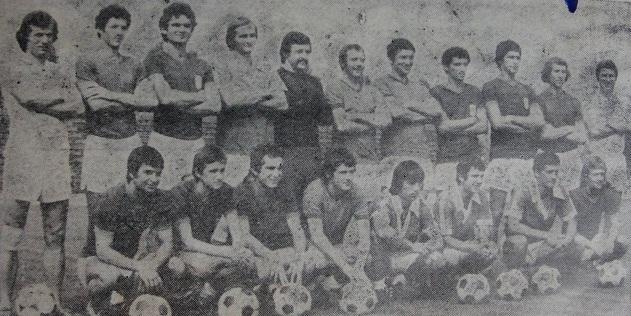 Al 6-lea, sus, de la stânga la dreapta. Alături de colegii săi în Divizia B.