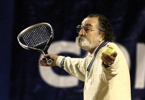 Ion Ţiriac într-un meci de old-boys. sursa: qmagazine.com