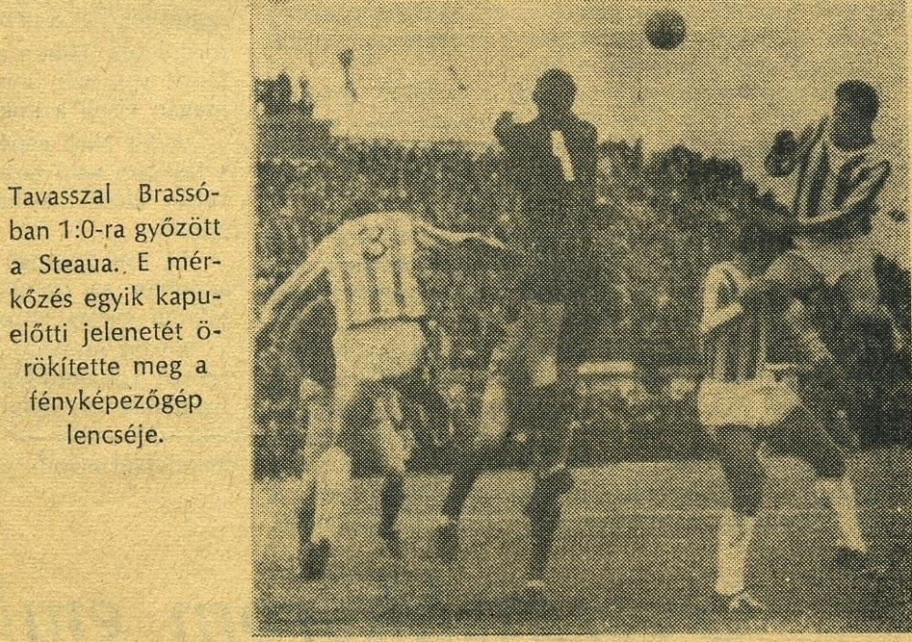 1964 | Braşovul (tricouri dungate) bate Steaua cu 1-0 în... Ajunul Crăciunului. foto: Szabó Sándor