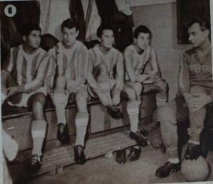 1964: în dreapta, tânărul antrenor secund Nicolae Proca îşi pregăteşte discursul.