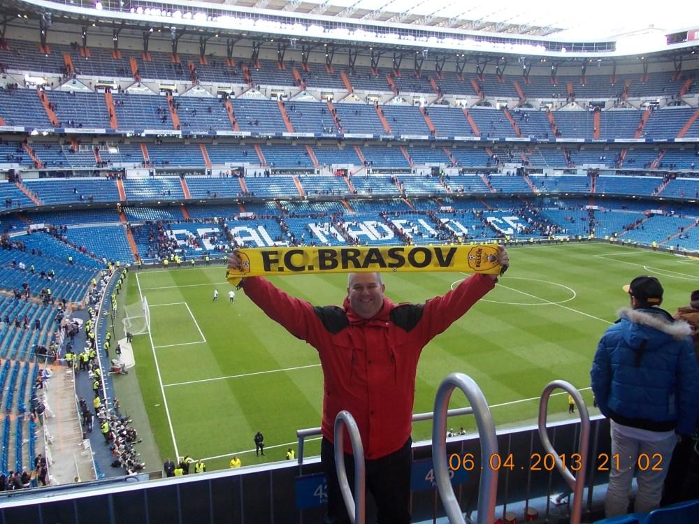 """""""Bine v-am găsit, stimaţi telespectatori, la meciul Real Madrid - FC Braşov, din sferturile Cupei Campionilor Europeni. Eu sunt Gigi şi voi comenta pentru dumneavoastră partida din această seară. Hai Steagu' !"""""""