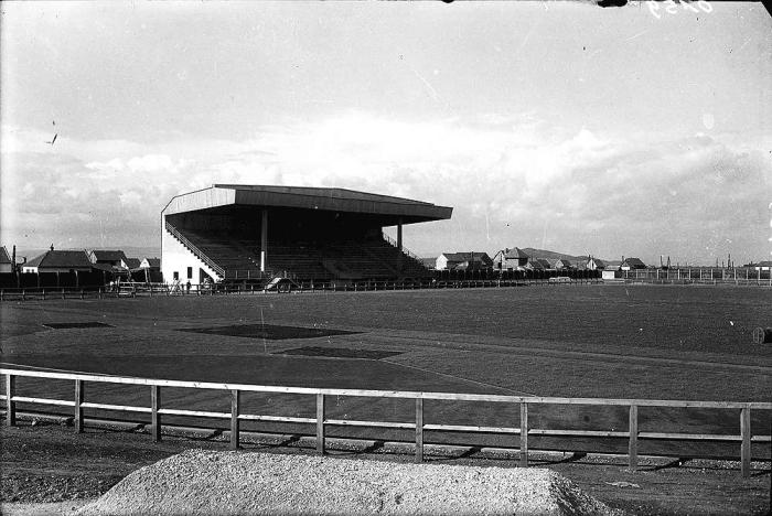 """Stadionul """"Regele Carol al II-ea"""", în prezent """"Silviu Ploeşteanu/Tineretului"""". sursa foto: Arhivele Landului Baden-Württember, colecţia Georg Corcodel, foto de Leopold Adler"""