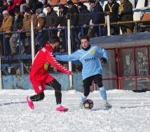 """Puştiul Ştefan Răchişan (dreapta), care a debutat în echipa mare în tur, pe 29 octombrie, a fost unul dintre """"stegarii"""" care s-au remarcat la Zărneşti."""