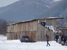 Tribuna de lemn a stadionul Celuloza este acoperită...