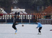 Ioan Şerban (dreapta) meşterind împreună cu Andrei Poverlovici deschiderea scorului încă de la încălzire.