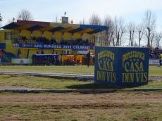 Stadionul a fost construit în 1962 şi e într-o bază sportivă care mai conţine vreo două terenuri de iarbă, unul de zbură şi unul sintetic.