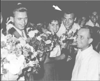 Jucătorul indicat de săgeată este Nicolae Proca; sursa foto: săptămânalul UltraSport din anul 2005