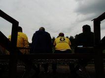... nu-i va opri nici pe băieţii ăştia să se aşeze ordonat galben-negru / galben-negru...