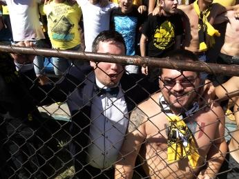 Gardul cenzurează excelent identitatea celui fugit de la nuntă, aşa că n-a mai trebuit să-l maschez în fotoşop pe Coşco.