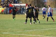 Fânariu (nr. 9) luându-l sub aripă pe Cocan (nr. 7) după pasa de gol dată de cel din urmă. / foto de Alexandra Moldovan