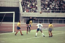 Ilie Datcu boxează în meciul România - RDG de pe 13 octombrie 1964 (Photo by The Asahi Shimbun via Getty Images)